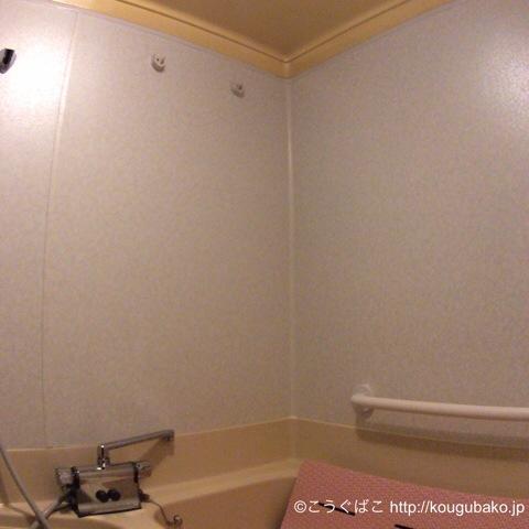 風呂の天井近くに2本の物干し竿がついていたのですが古く鳴って使えなくなりました。