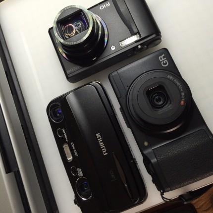 Richo R10、GR、Fuifilm Finpix REAL 3D w3が今の所有カメラ。もう重いカメラは持ち歩きたくない。iPhoneだけで外出することも多くなった。