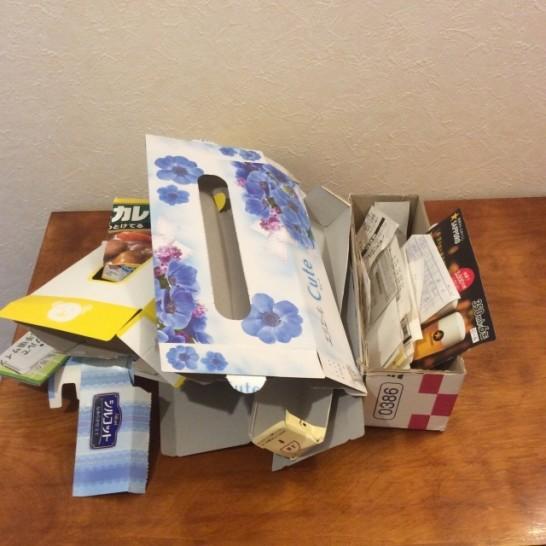 紙類のゴミは、がさばってすぐにゴミ箱がいっぱいになりますが、コレをまとめるのは結構面倒ですが、、