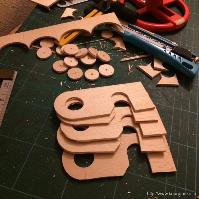 丸い部分はサークルカッターで切り取れます。