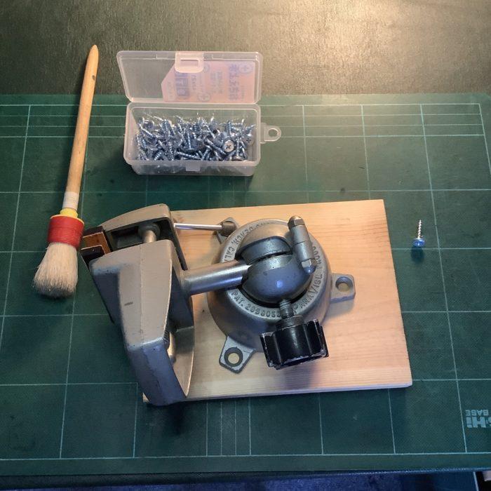 手元万力、パナバイス PANA VICE に木製台